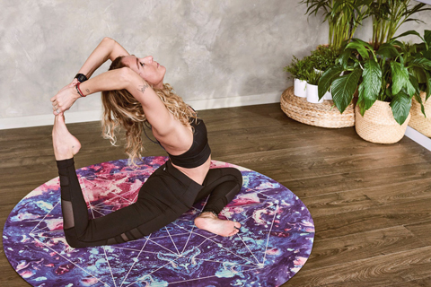 Woman doing yoga : Tips for staying in