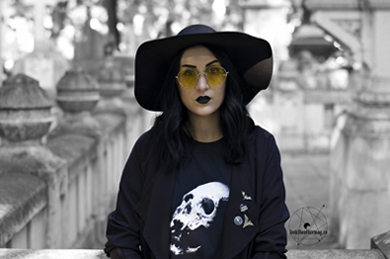 Drawing In Dark skull t-shirt