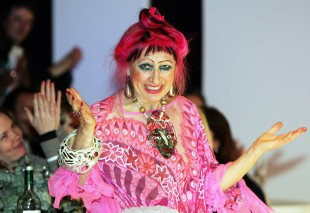 Zandra Rhodes : Alternative fashion designer